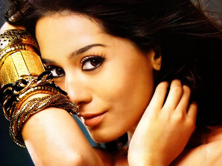 Amrita Rao Sexy Eyes Look Wallpaper