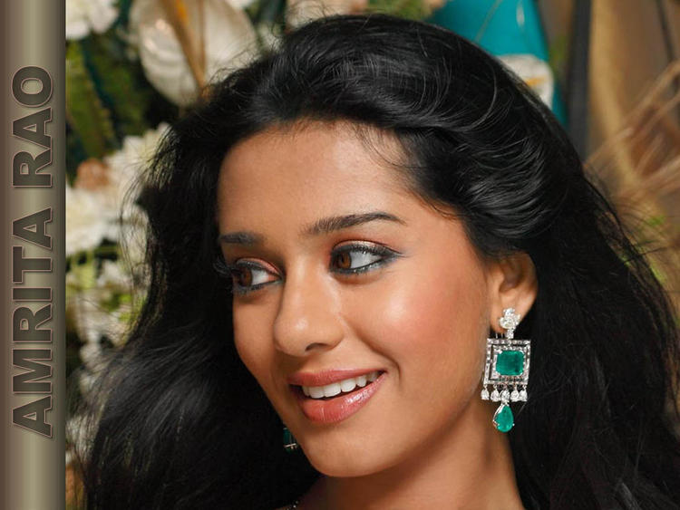 Smiling Beauty Amrita Rao Wallpaper