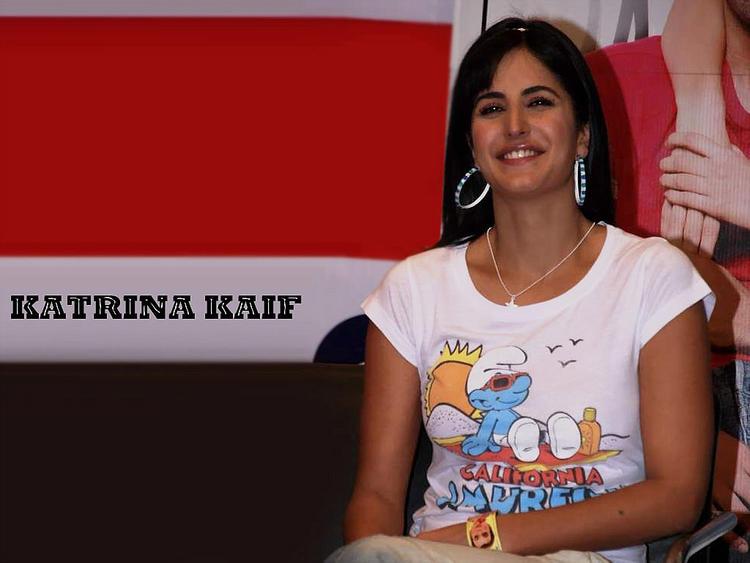 Katrina Kaif Beautiful Smile Look Wallpaper