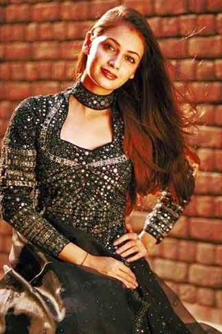 Beautiful Diya Mirza Awesome Look Wallpaper