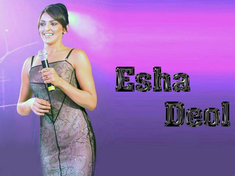 Esha Deol Smiling Wallpaper