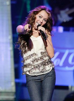 Miley Cyrus Sexy Performance Photo