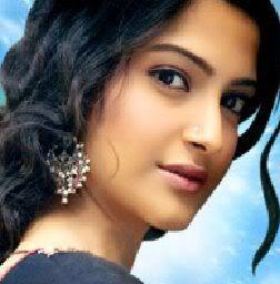 Sonam Kapoor Sizzling Beauty Face Still