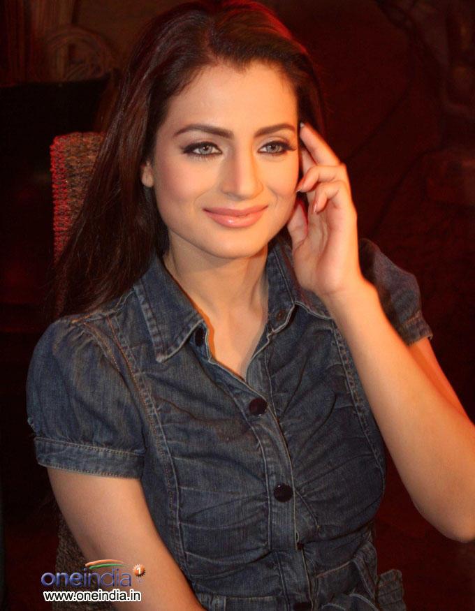 Amisha Patel Smart Looking Pics