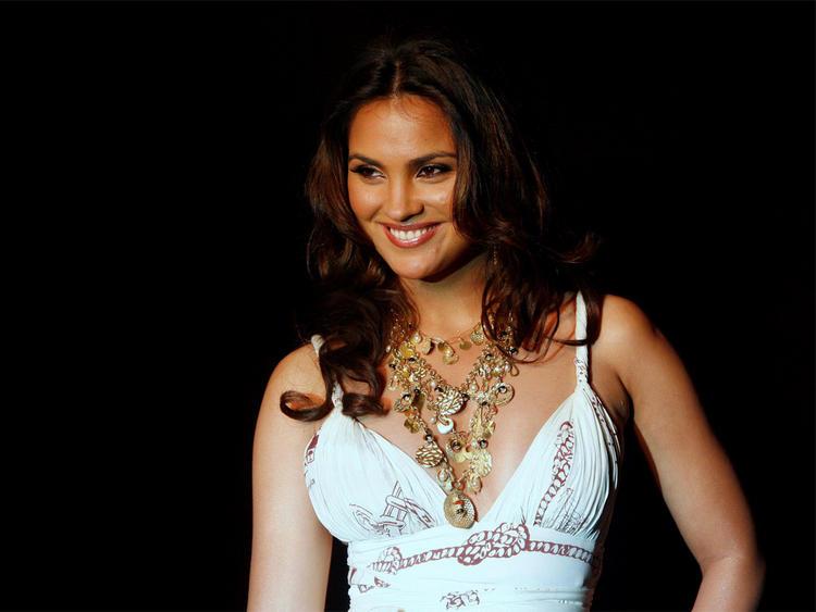 Lara Dutta Gorgeous Smile Pic