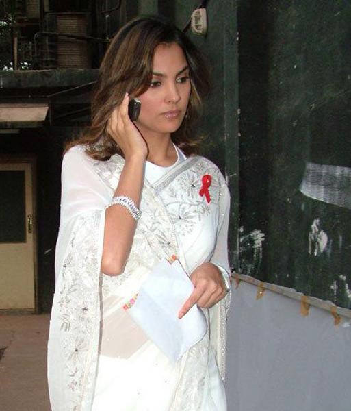 Lara Dutta Nice Still In White Transparent Saree
