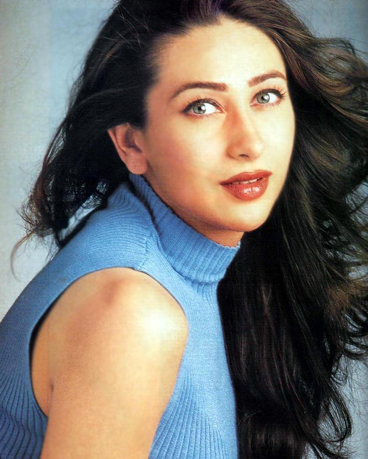 Karishma Kapoor Sexy Eyes and Wet Lips Pic