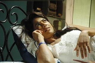 Sameera Reddy Busy In Phone In Nadunisi Naaygal