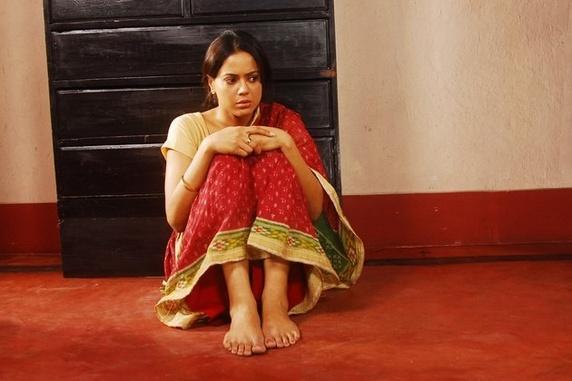 Sameera Reddy Sitting Pose Pics