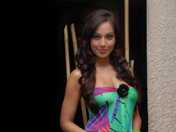 Bipasha Basu Looking Very Beautiful