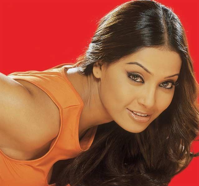 Bipasha Basu Sweet Beautiful Look Still