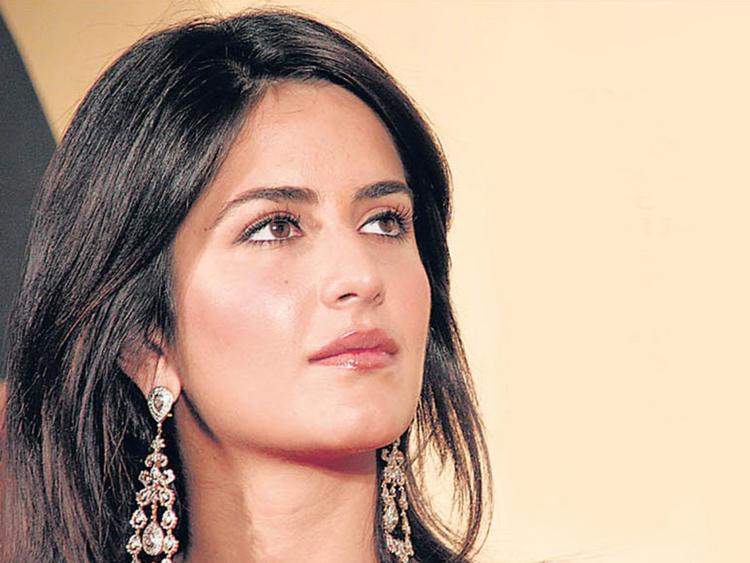 Katrina Kaif Hot Sizzling Look Wallpaper