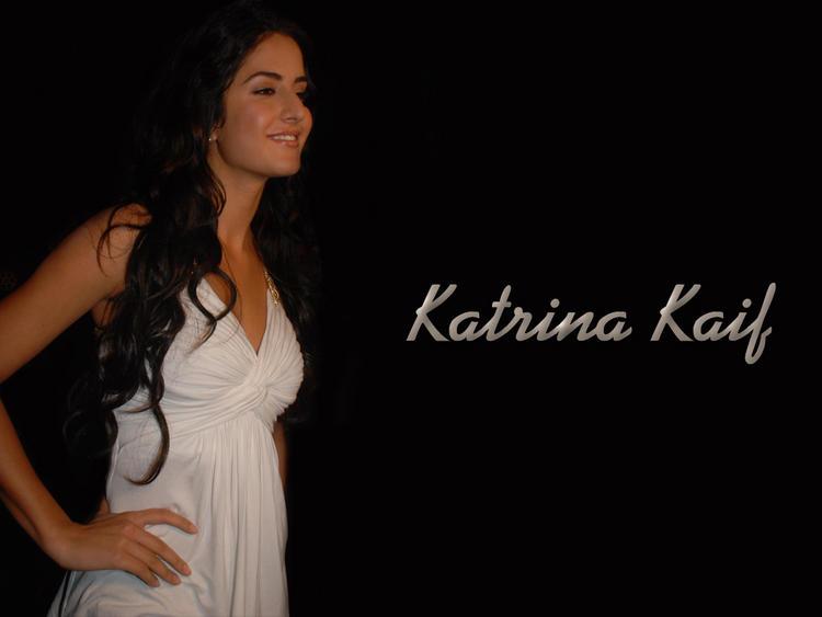 Katrina Kaif Sweet Smiling Face Wallpaper