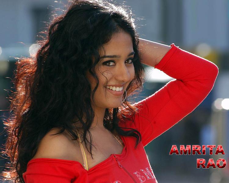 Amrita Rao Cute Smiley Look Wallpaper