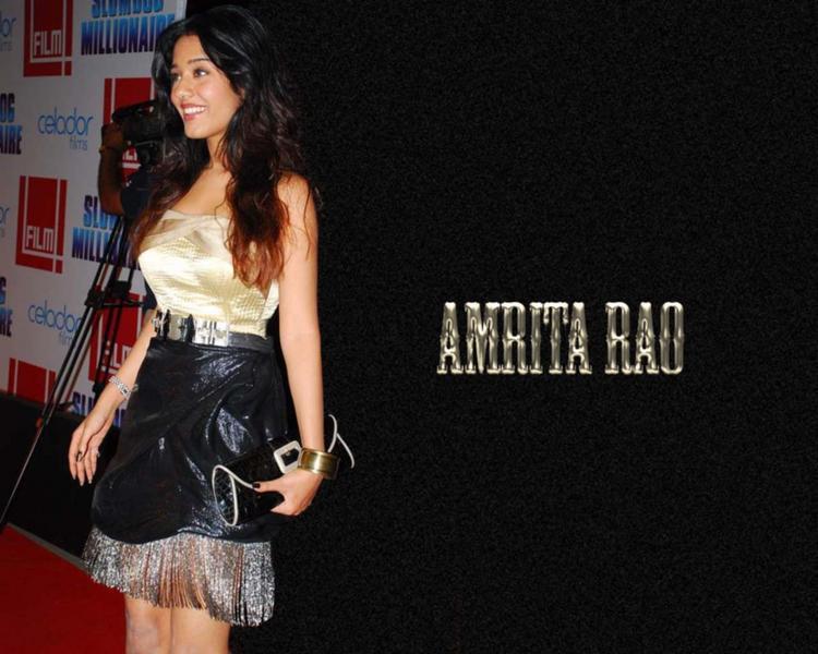 Charming Actress Amrita Rao Wallpaper