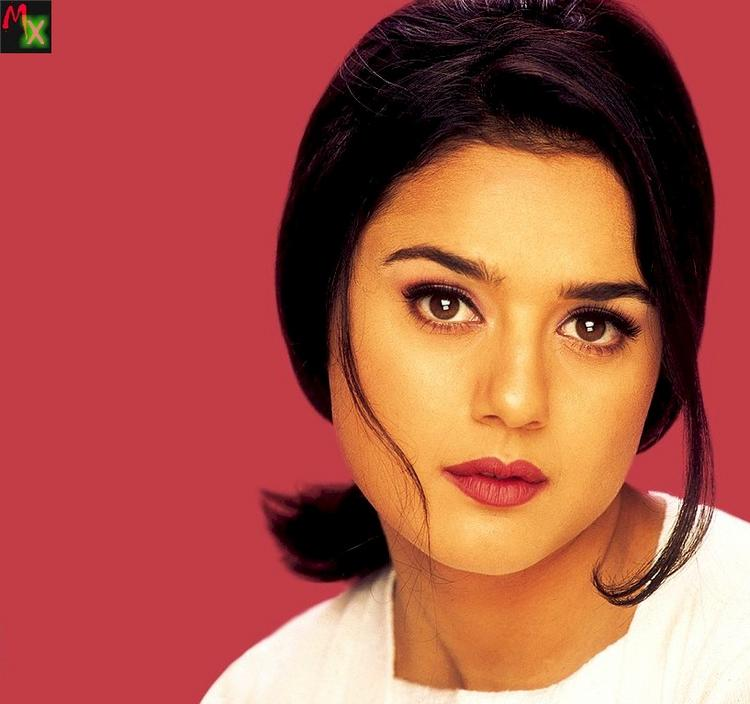 Preity Zinta Stunning And Attractive Look Wallpaper