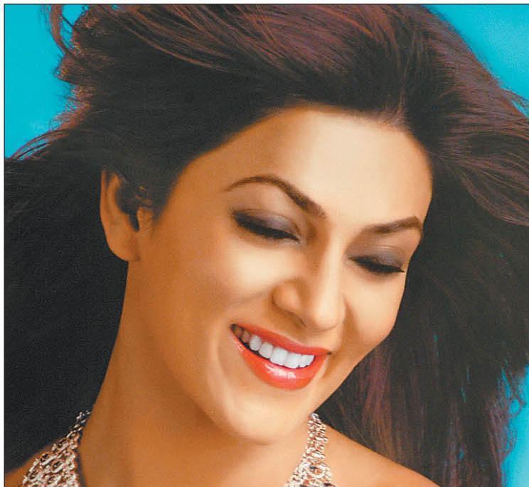 Sushmita Beautiful Smiling Face Still