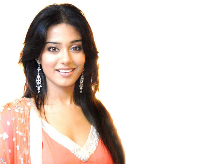 Simple Babe Amrita Rao Wallpaper