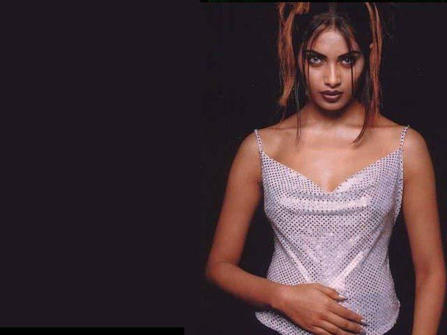 Bipasha Basu Latest Hot Look Wallpaper