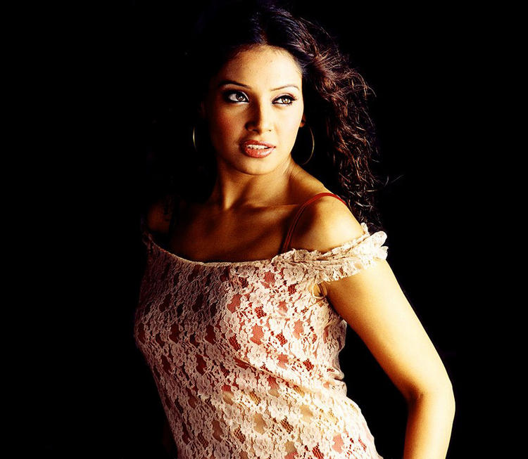Bipasha Basu Sexiest Photo
