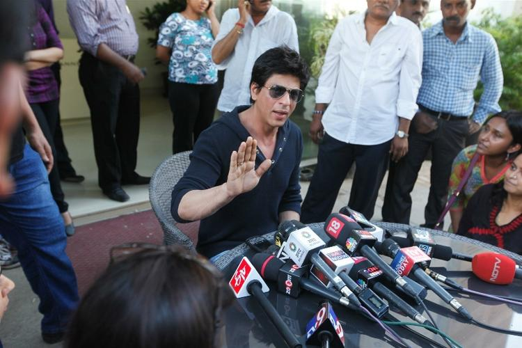 Shahrukh Khan Speaks at A Press Conference At His Residence