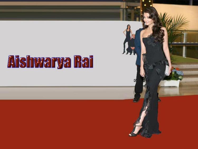 Aishwarya Rai Sexy Black Gown Still On Red Carpet