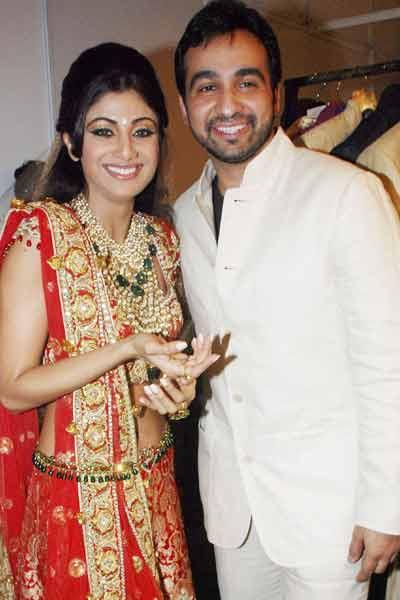 Shilpa Shetty And Raj Kundra Smiling Pics