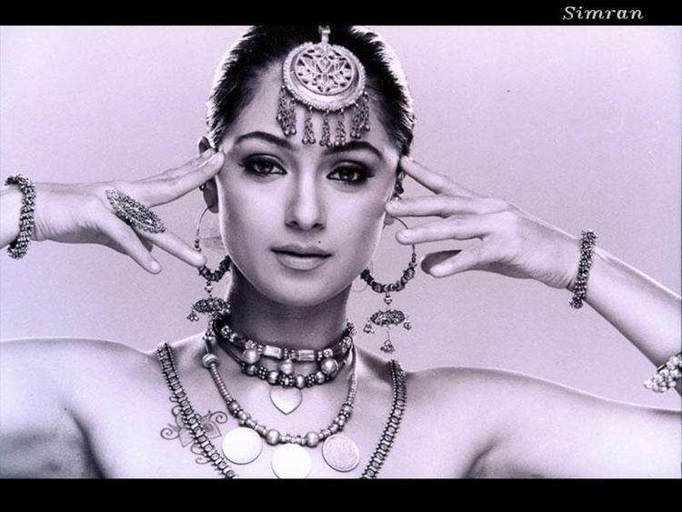 Simran Stylist And Glamour Look Wallpaper