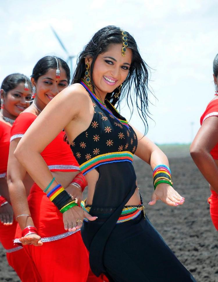 Anushka Shetty Sexy Dance Still