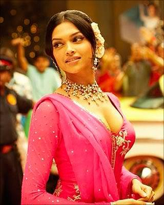 Deepika Padukone Romantic Mode Still In Om Shanti Om