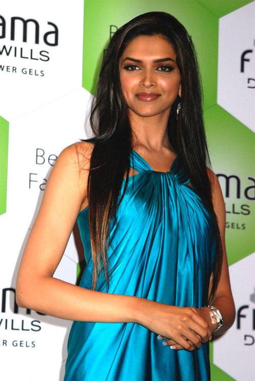 Deepika Padukone Sexy Dress Glamour Pic