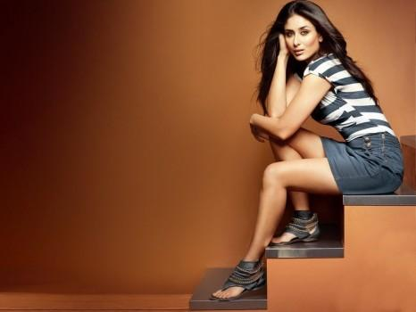 Kareena Kapoor Sexy Pose Photo Shoot For Metro