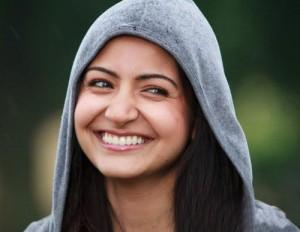 Anushka Sharma Cute Smile Pic