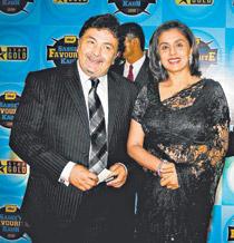Rishi With Wife Neetu Singh Glamour Look Pic