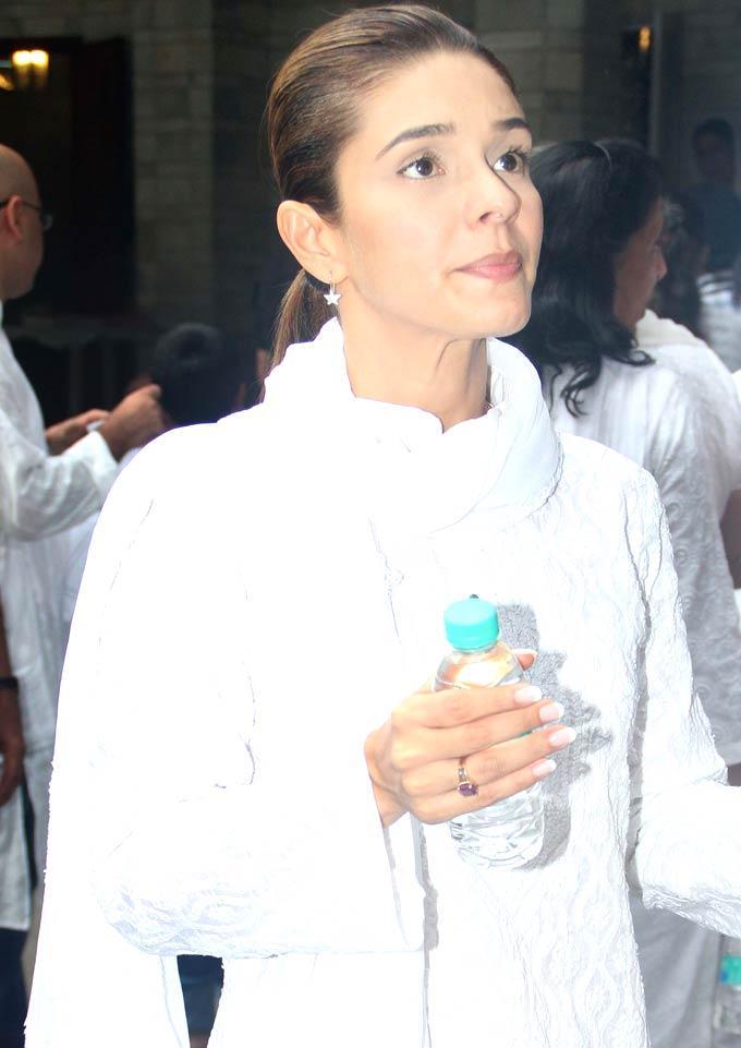 Raageshwari Loomba Spotted at The Prayer Meet of Raju Hiranis Father