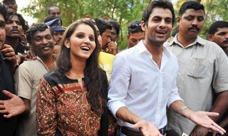 Sania Mirza and Shoaib Malik Cute Expressions