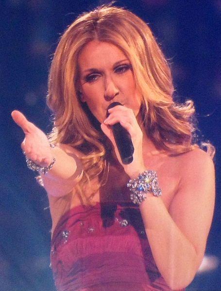 Celine Dion Concert Singing Pic