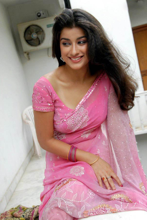 Madhurima Completed Her Look With Flowing Hair Still