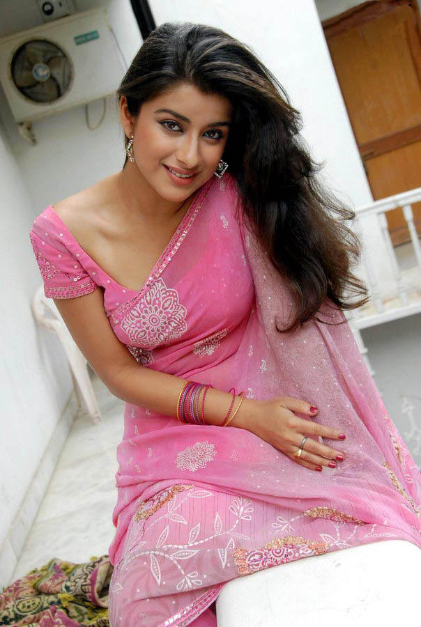 Madhurima Hot Gorgeous Photo Still In Pink Saree