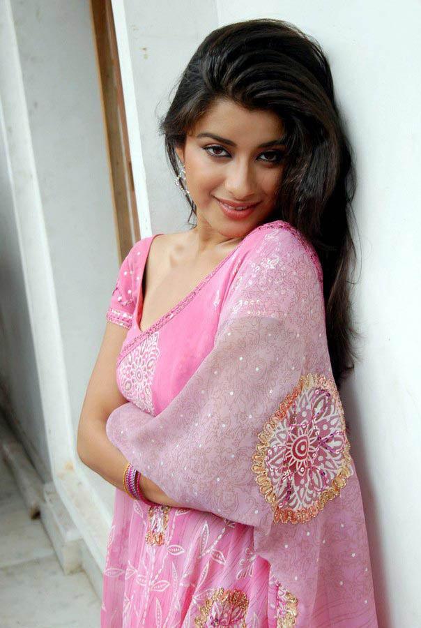 Madhurima Looked Ravishing In A Pink Ensemble