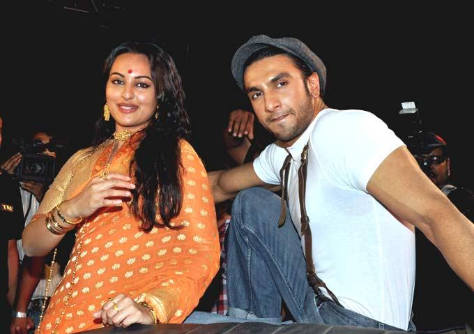 Ranveer And Sonakshi Latest Still From Upcoming Movie Lootera