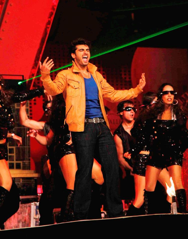 Arjun Awesome Dance At Glitterati 2013 Aamby Valley City On New Year