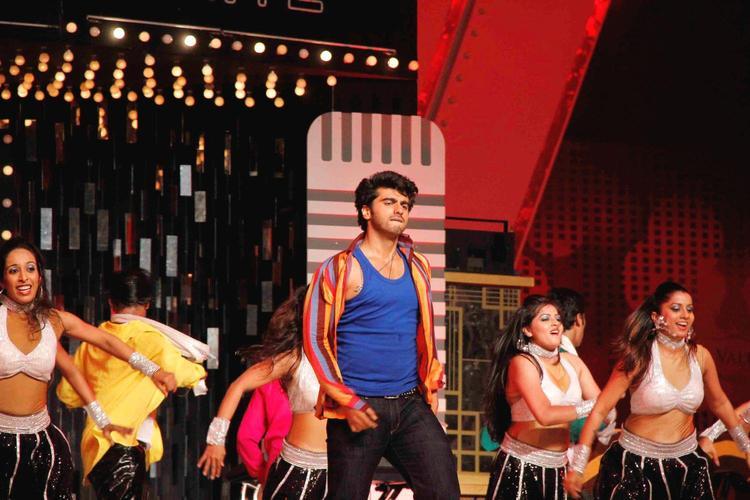 Arjun Dashing Look Performance Photo At Glitterati 2013 Aamby Valley City On New Year