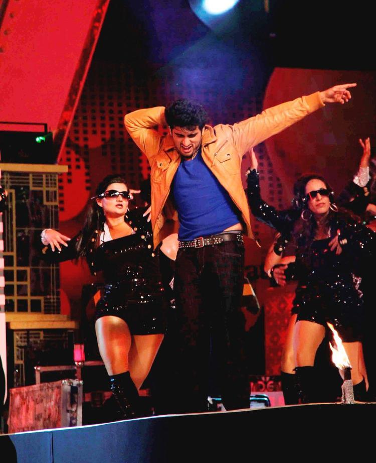 Arjun Stunning Performance At Glitterati 2013 Aamby Valley City On New Year