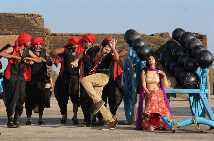 Ram Pothineni And Kriti Kharbanda Dancing Still From Ongole Githa Movie