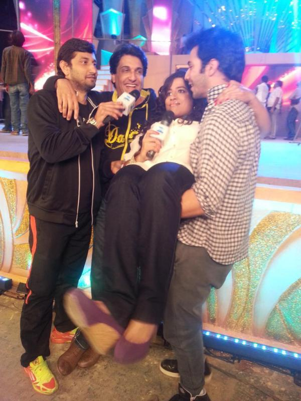 Varun Dhawan Cool At Zee Cine Awards Rehearsals