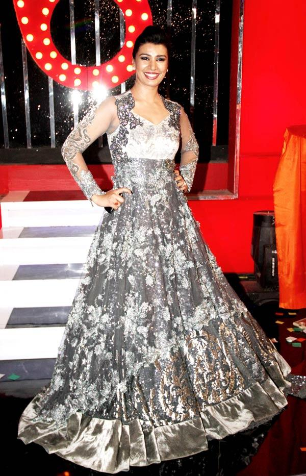 Mink Brar Looked Gorgeous In A Long Dazzled Gown At Bigg Boss 6 Grand Finale