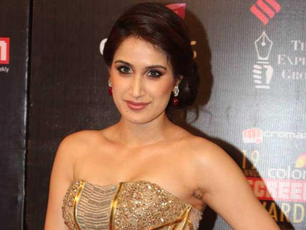 Sagarika Ghatge Sexy Cleavage Show Photo At 19th Colors Screen Award Ceremony 2013