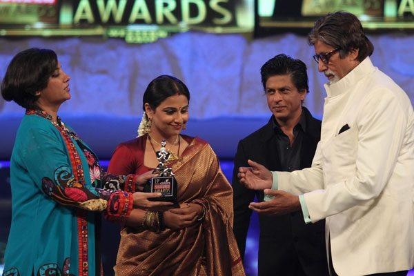 Shabana,Vidya,Shaharukh And Amitabh Snapped On Stage At 19th Colors Screen Awards