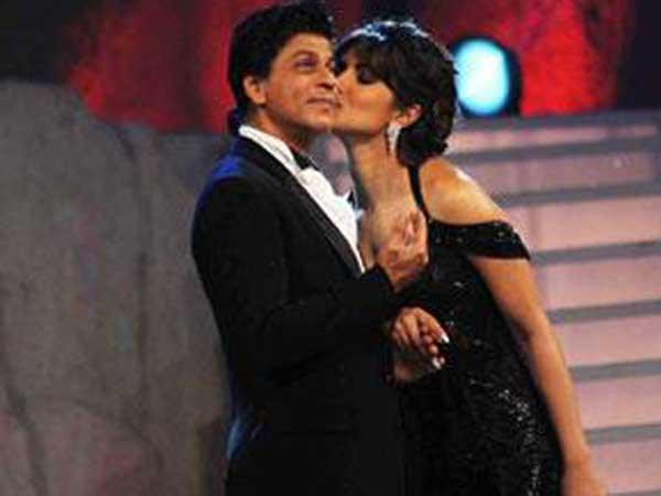 Shahrukh And Priyanka Kissing Photo Clicked At 19th Colors Screen Award Ceremony 2013